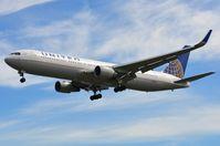N675UA @ EGLL - United B763 arriving in LHR - by FerryPNL
