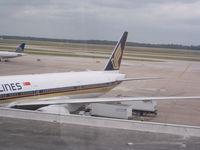 9V-SWT @ IAH - Singapore 777-300ER - by Christian Maurer