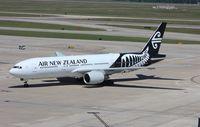 ZK-OKE @ KIAH - Boeing 777-200ER