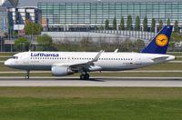 D-AIUV @ EDDM - Lufthansa A320 departing. - by FerryPNL