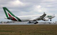 EI-EJM @ MIA - Alitalia