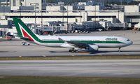 EI-EJN @ MIA - Alitalia