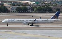 N57857 @ KLAS - Boeing 757-300