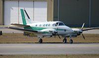 N2UV @ DAB - King air 90