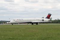 N966DL @ KSYR - Syracuse airport - by olivier Cortot