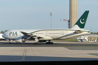 AP-BGL @ LFPG - Pakistan International - by Jan Buisman