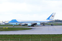 92-8000 @ EGSS - Taxiing out at Stansted , Obama on board. - by Terence Burke