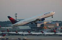 N129DL @ ATL - Delta 767-300