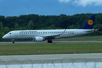 D-AECI @ LSGG - Taxiing