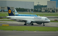 D-AIUH @ EHAM - LUFTHANSA TAXING AT SCHIPHOL - by fink123