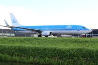 PH-BXR @ EHAM - KLM Boeing 737 - by Andreas Ranner