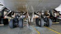 N105UA @ KSFO - landing gear. SFO 2017. - by Clayton Eddy