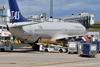 LN-RGC @ LFPG - SK571 from Stockholm (ARN) at CDG terminal 1 - by JC Ravon - FRENCHSKY