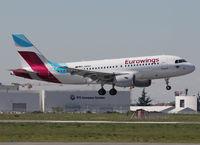D-ABGH @ LFBO - Landing rwy 32R - by Shunn311