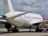 LN-LNF @ LFPG - Dreamliner Norwegian Air Shuttle at CDG Terminal 1 - by JC Ravon - FRENCHSKY