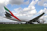 A6-EFJ @ EHAM - Emirates SkyCargo Boeing 777 - by Andreas Ranner