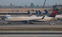N198DN @ LAX - Delta
