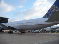 N675UA @ IAH - Boeing 767-322 - by Christian Maurer