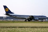 D-AIBD @ EHAM - Airbus A300B4 of Lufthansa landing at Schiphol airport, the Netherlands, 1982 - by Van Propeller