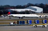 N999DN @ KATL - Landing Atlanta - by Ronald Barker