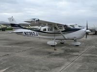 N2352J @ CVH - 2005 Cessna T206H @ Hollister Municipal Airport, CA