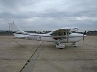 N9557P @ CVH - 1998 Cessna 182S Skylane @ Hollister Municipal Airport, CA