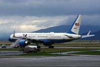 98-0001 @ YVR - Awaiting Sec.of State in Vancouver for Korea Summit - by Manuel Vieira Ribeiro