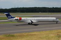 LN-RNL @ EDDL - SAS CL900 for departure from DUS. Later re-regd to OY-KFM. - by FerryPNL