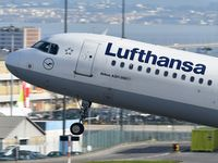 D-AIDC @ LPPT - Lufthansa take off runway 03 - by JC Ravon - FRENCHSKY