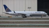 N598UA @ LAX - United