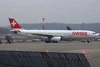 HB-JHE @ LSGG - Taxiing