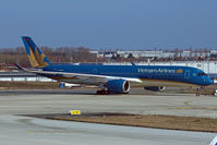 VN-A895 @ LFPG - Taxiing