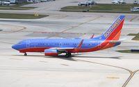 N785SW @ KFLL - Boeing 737-700 - by Mark Pasqualino