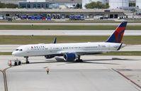 N692DL @ KFLL - Boeing 757-232