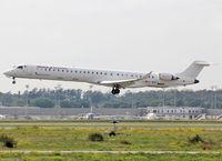 EC-MQQ @ LFBO - Landing rwy 14L - by Shunn311