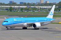 PH-BHA @ EHAM - KLM B789 moves towards its gate - by FerryPNL