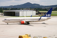 LN-RGE @ SZG - SAS - Scandinavian Airlines Boeing 737-800 - by Thomas Ramgraber