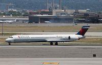 N905DA @ KSLC - MD-90-30