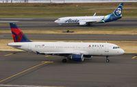 N372NW @ KPDX - Airbus A320-212