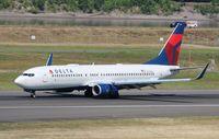 N391DA @ KPDX - Boeing 737-800 - by Mark Pasqualino