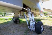 E7 - Sepecat Jaguar E, Main landing gear close up view, les amis de la 5ème escadre Museum, Orange - by Yves-Q