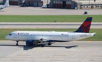 N360NW @ KMSP - Airbus A320-212