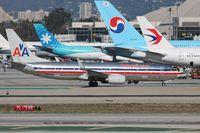 N885NN @ KLAX - Boeing 737-800 - by Mark Pasqualino