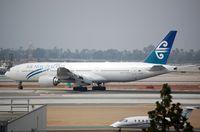 ZK-OKF @ KLAX - Arrival of ANZ B772 - by FerryPNL