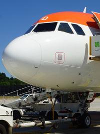 OE-IVD @ EDDT - Preparing for flight EZY5547 TXL–EDI