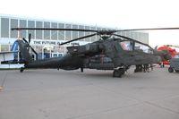 10-05619 @ OSH - AH-64D
