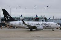N13720 @ KORD - Boeing 737-724