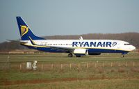 EI-DLI @ EHEH - Ryanair B738 vacating the runway in EIN - by FerryPNL