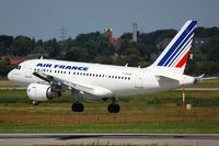 F-GUGN @ EDDL - Arrival of Air France A318 - by FerryPNL