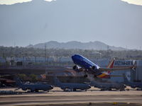 N555LV @ KPHX - Seen at Phoenix Sky Harbor International Airport